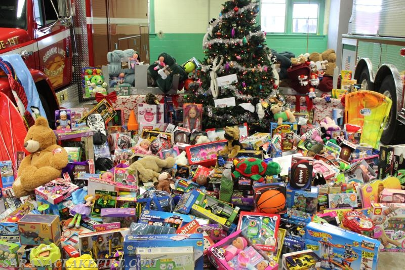 """""""OUR COMMUNITY IS AWESOME"""" Holiday Helpers drive a huge ..."""