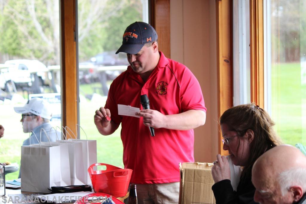 Tournament Coordinator Chuck Dobson announces winners.